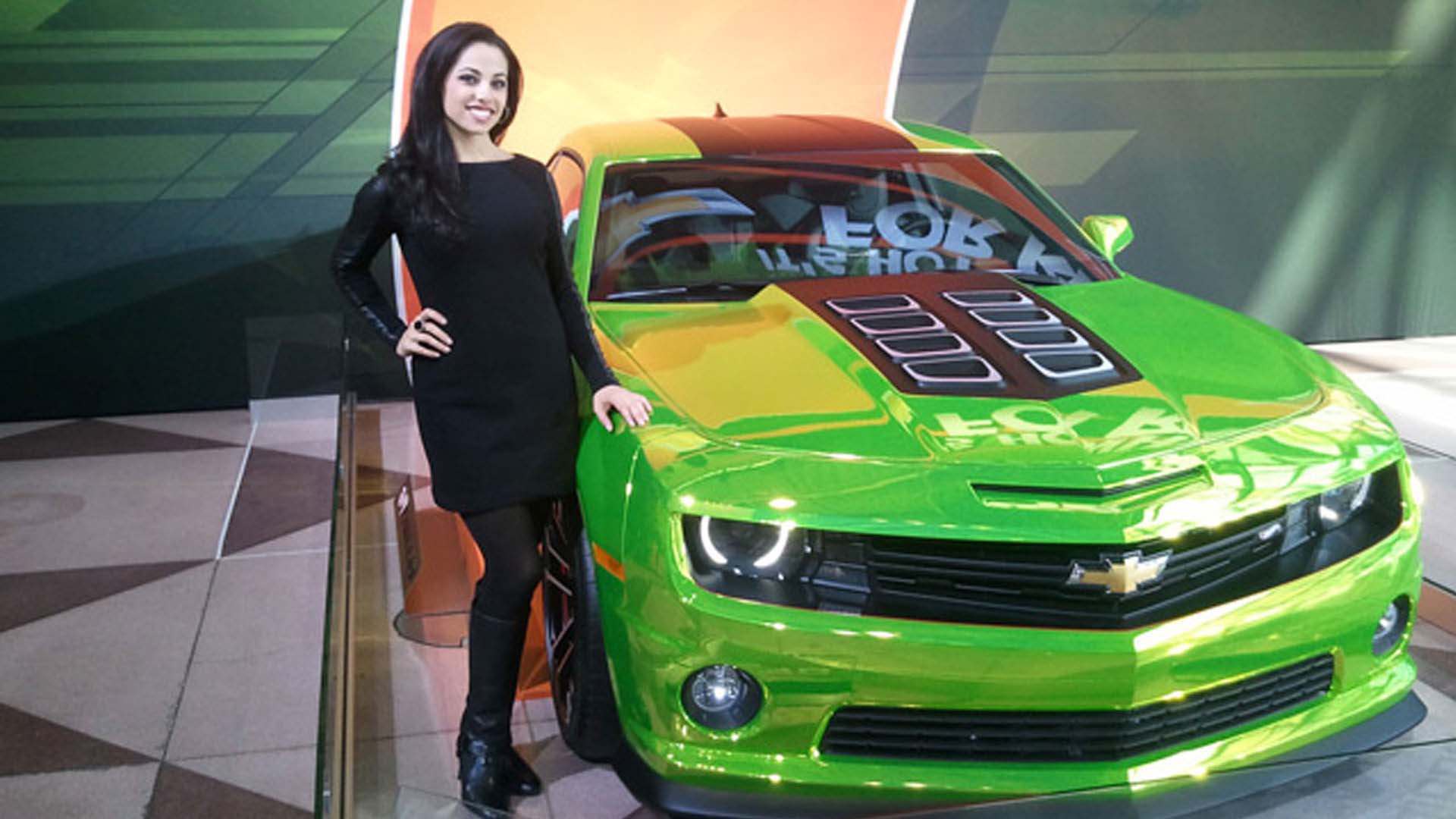 Fast Car Hot Girls in New York Auto Show 2012 1g