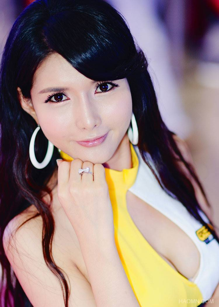 Beautiful Girls at exhibition of Korean vehicles Fast Car 5b