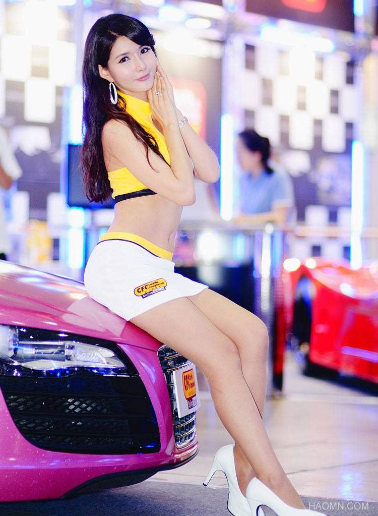 Beautiful Girls at exhibition of Korean vehicles Fast Car 5c