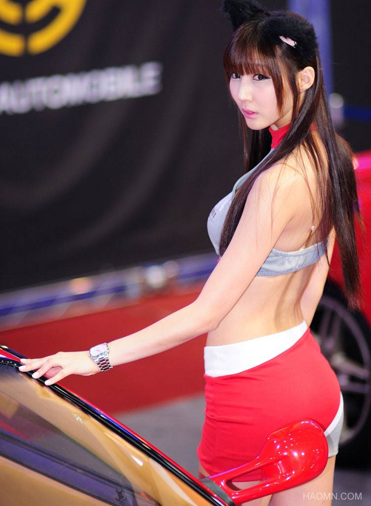 Beautiful Girls at exhibition of Korean vehicles Fast Car 5d