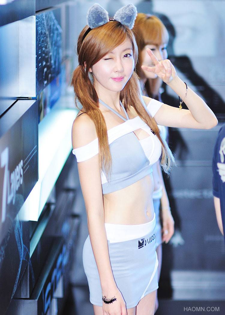 Beautiful Girls at exhibition of Korean vehicles Fast Car 5f