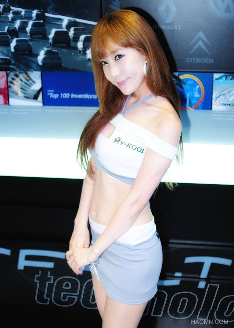 Beautiful Girls at exhibition of Korean vehicles Fast Car 5i