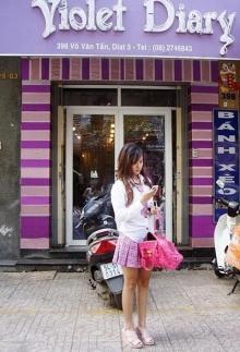 Hot girl Midu làm cô chủ shop dễ thương