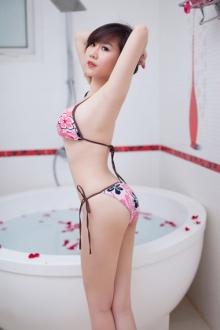 Nóng bỏng cùng hot girl Nu Phạm